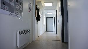 schakelunit - hal van kantoorunit met verwarming en kapstok