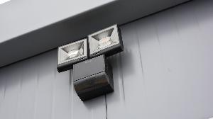 RECO's mobiele toiletunit met 2 toiletten en buitenverlichting met bewegingssensor