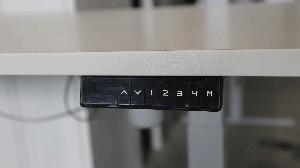 Knoppenbediening van de elektrisch-verstelbare zit-sta-bureaus